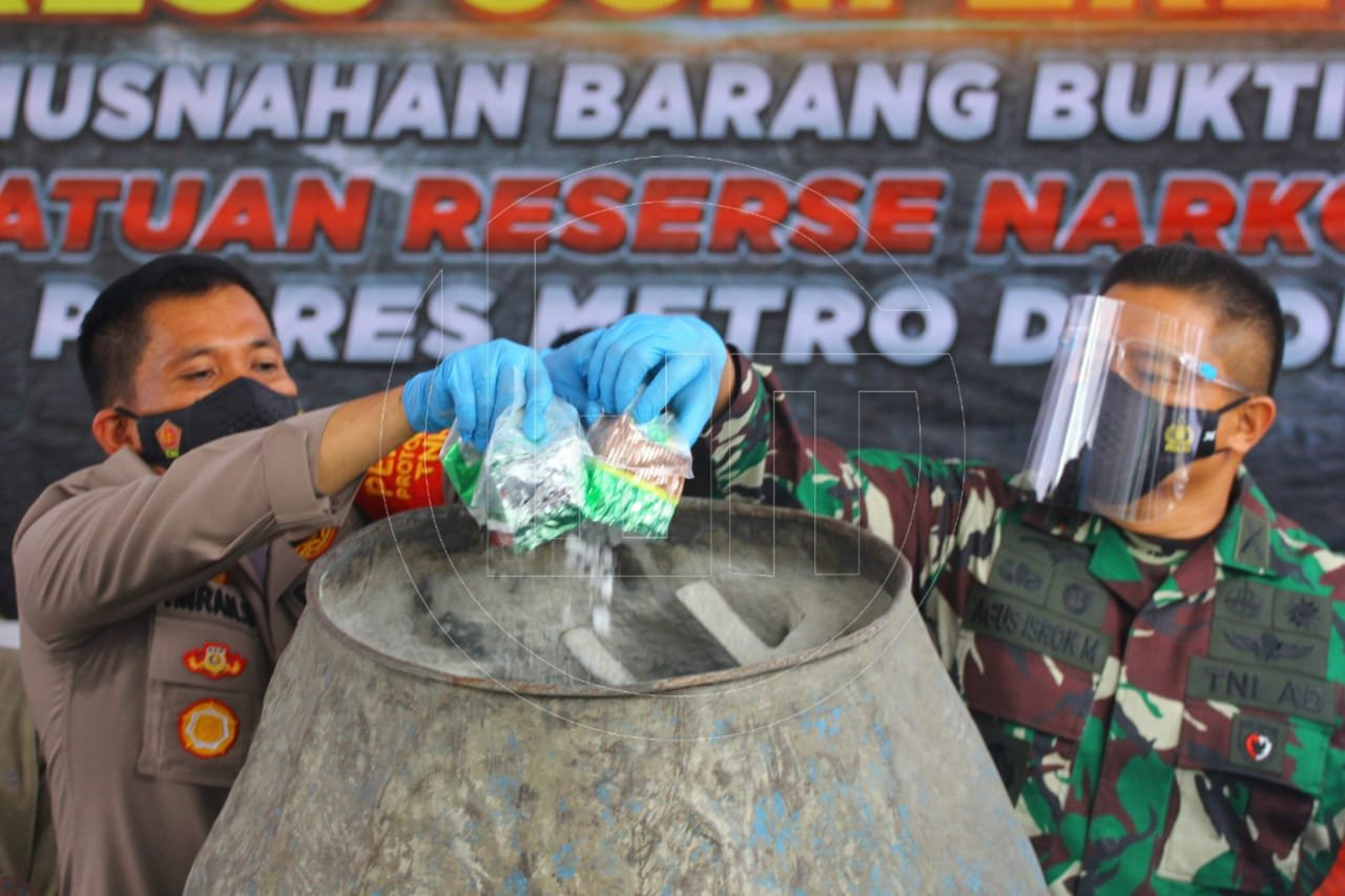 Polrestro Depok Musnahkan Sabu 302 Kilogram