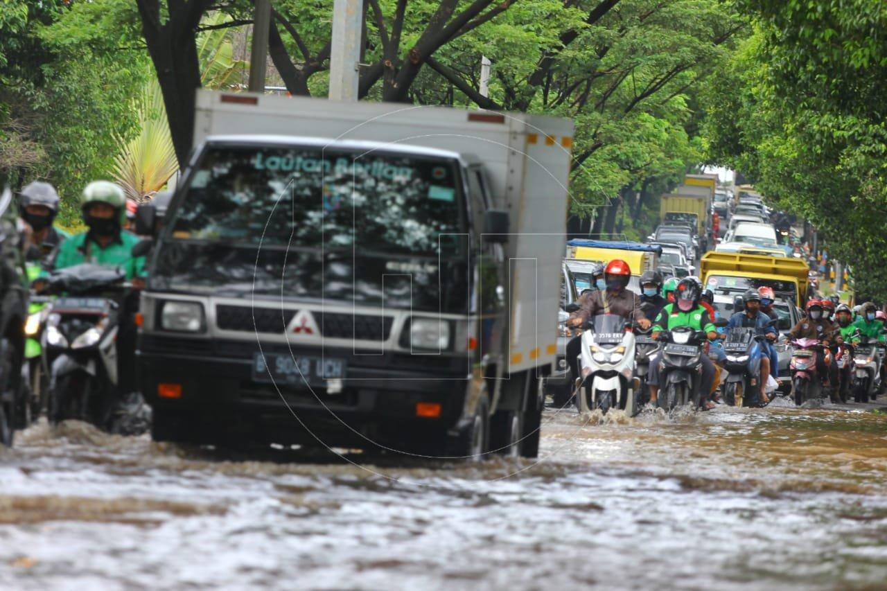 Drainase Buruk Menyebabkan Genangan di Jalan Juanda
