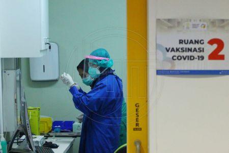 Vaksinasi COVID-19 Di RSUI Depok