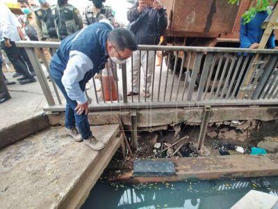 Ridwan Kamil Meninjau Titik Lokasi Banjir
