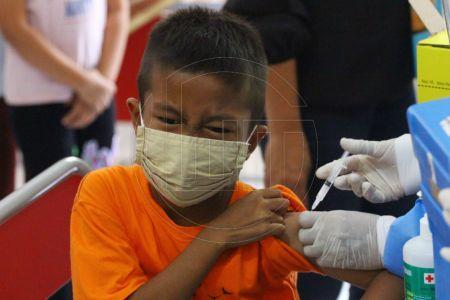 Penyuntikan Imunisasi Untuk Anak Sekolah