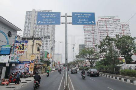 Jalur Cepat Lambat di Jalan Margonda Raya