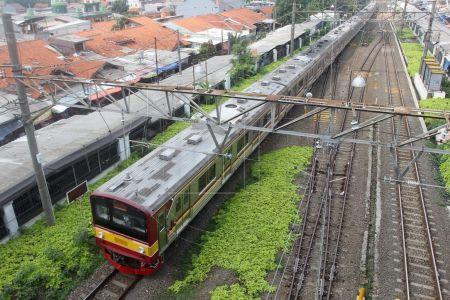 KRL Commuter Line Melakukan Uji Coba Aplikasi PeduliLindungi untuk Penumpang