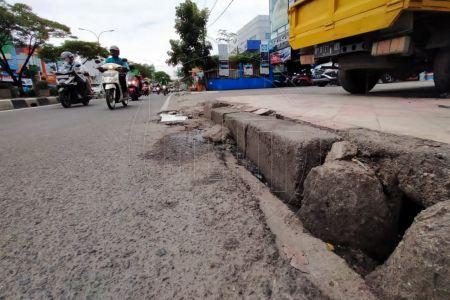 Buruknya Drainase di Jalan Margonda Raya