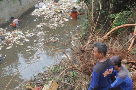 Sungai Ciliwung Penuh Sampah